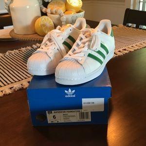 Adidas Superstar/Size 6 Big Kids